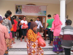 Giving food to people! Give hope and love! Gedangan, Java, Indonesia